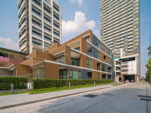 aeras beachfront condominium pattaya